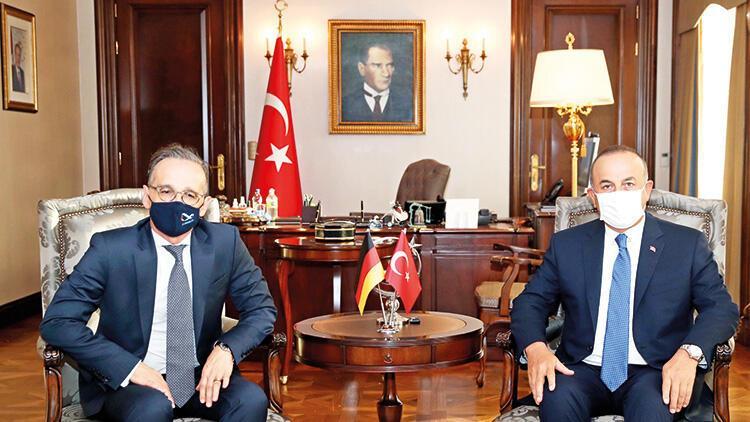 Bakan Çavuşoğlu'ndan Yunanistan'a: Şımarıklıktan vazgeçin