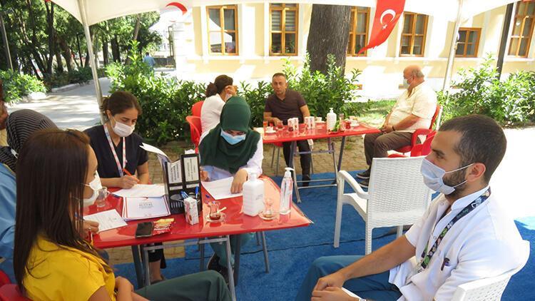 Üsküdarda sağlık çalışanlarından Kızılaya kan bağışı