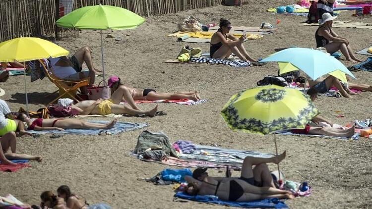 Fransa'da 'üstsüz güneşlenme' krizi