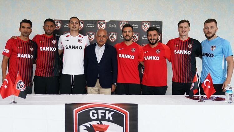 Gaziantep FK'dan yeni transferlere imza töreni!