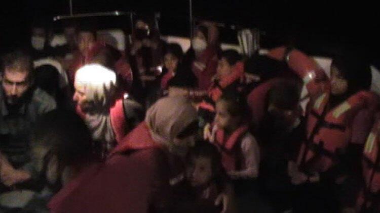 İzmir'de Türk karasularına geri itilen 22 sığınmacı kurtarıldı