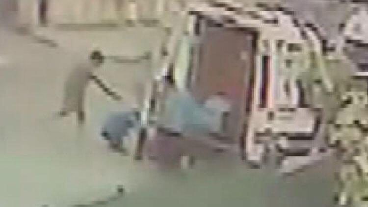 Pendikte ambulans şoförüne silahlı saldırı kamerada