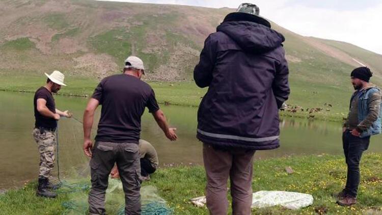 Gönüllü göl koruyucuları, kaçak avcıları yakalatıyor