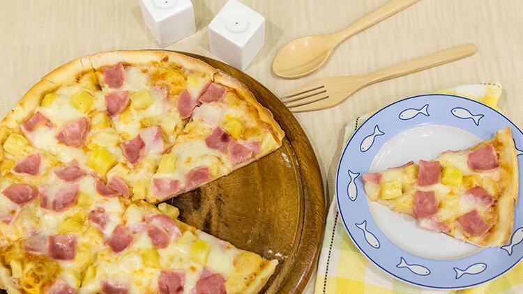 Pizzanın en tartışmalı çeşidi: Nereden çıktı bu ananaslı pizza?