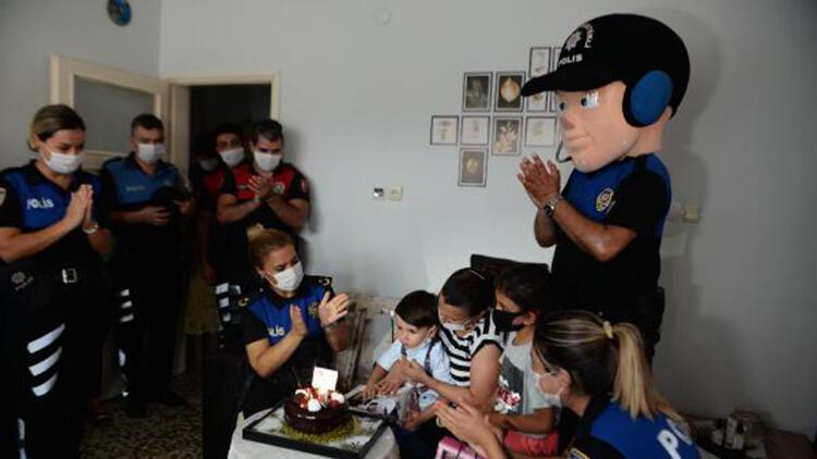 Siren sesinden korkan 3 yaşındaki Ömer'e, polisten sürpriz