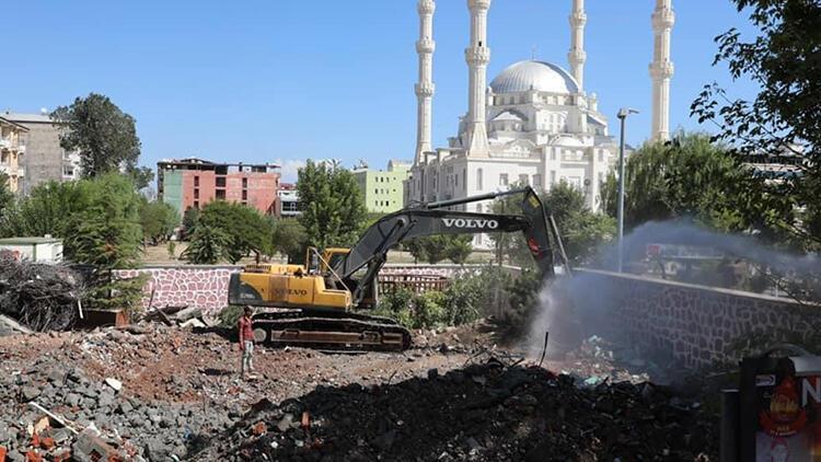 Iğdırda bulunan tarihi polis merkezi yıkıldı