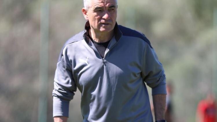 Sivasspor Teknik Direktörü Çalımbay: 'Milli takımda bizden birilerinin olması gerekiyordu'