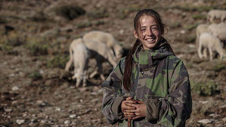 Emine Erdoğandan Yörük kızı Emineye duygulandıran hediye