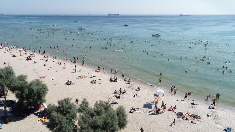 Menekşe Plajı'nda dikkat çeken hafta sonu yoğunluğu