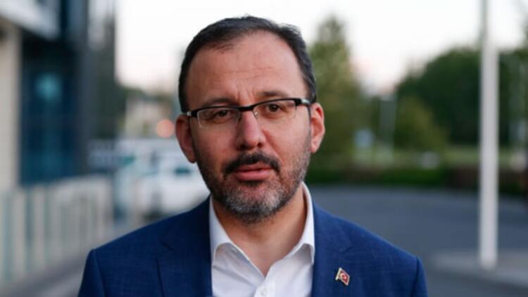 Bakan Kasapoğlu, Bursaspor'un yeni başkanı Erkan Kamat'ı kutladı