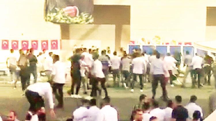 Arbede çıkarıp gazetecileri dövdüler