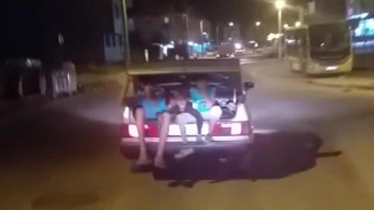 Bursada, otomobil bagajında tehlikeli yolculu