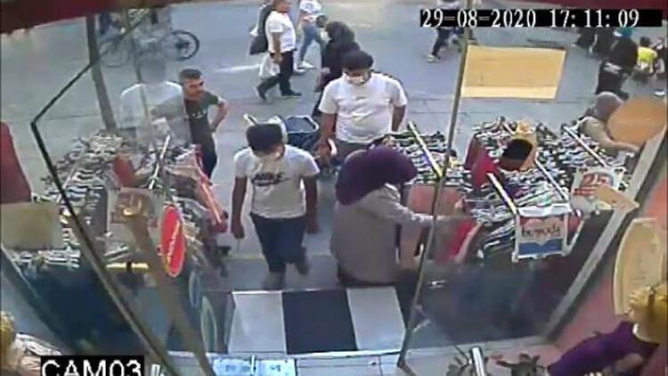 Esenler'de biri çocuk iki kişinin hırsızlık anı kamerada