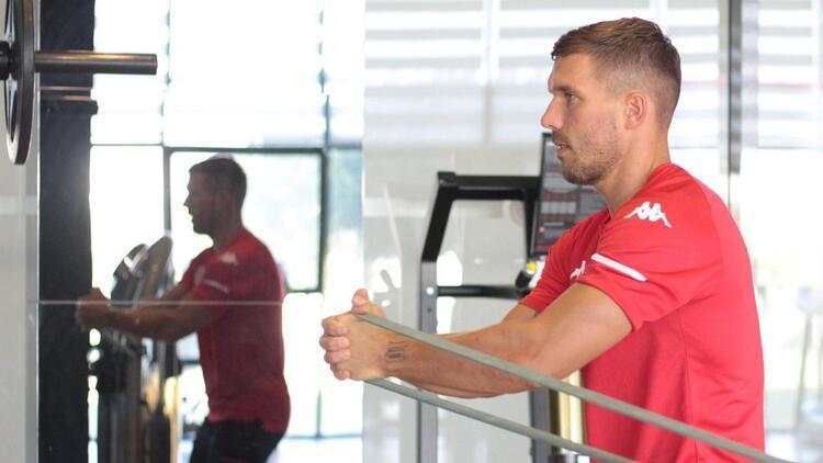 Antalyaspor'da Podolski seferberliği! Hedef ligdeki Beşiktaş maçına yetiştirmek...