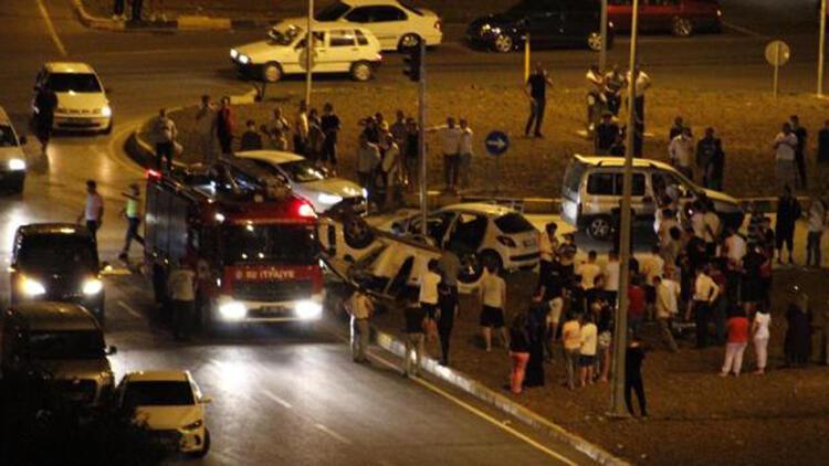 Kavşakta otomobiller çarpıştı: 7 yaralı
