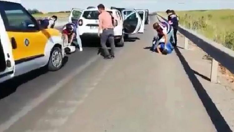 Diyarbakırda silah kaçakçıları yol ortasında yakalandı