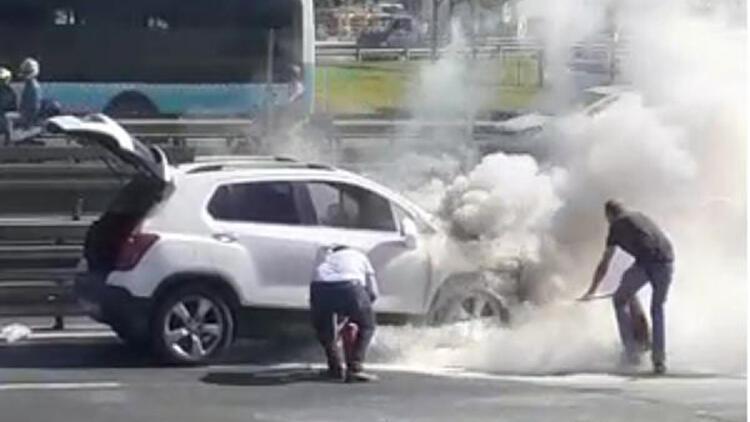 Merter'de otomobil yangını