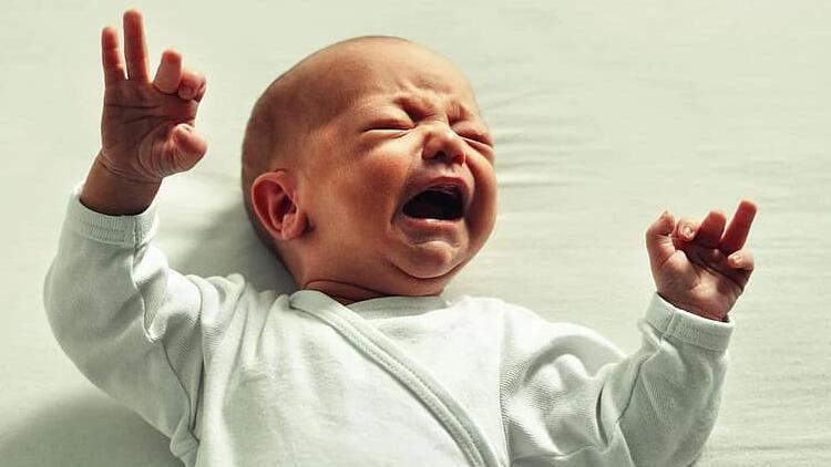 Prematüre bebeklerde daha sık görülüyor! Kasık bölgesinde şişlik varsa…