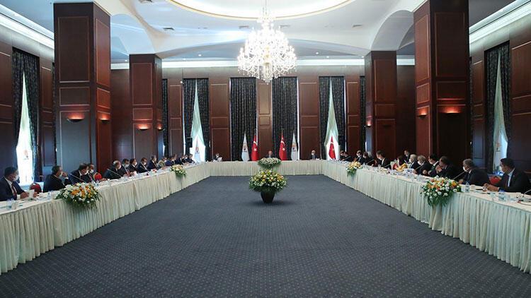 Cumhurbaşkanı Erdoğan, AK Parti'ye yeni katılan belediye başkanları ile görüştü