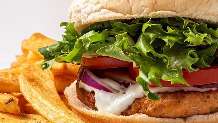 Marullu ve otlu krem peynirli somon burger tarifi