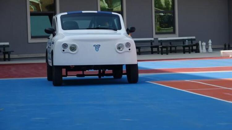 Öğrenciler, geliştirdikleri elektirkli araçla TOGG'a rakip olmayı hedefliyor