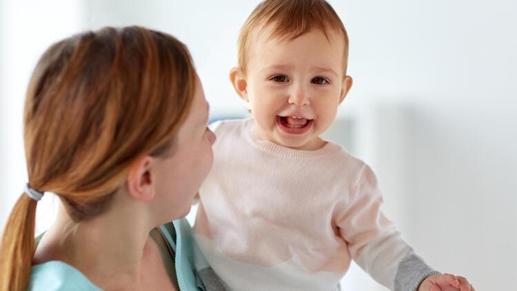 """""""Bebeğim kucaktan inmek istemiyor, ne yapmalıyım?"""""""