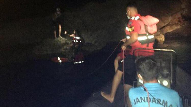Cennet Koyu'nda mahsur kalan 2 kişiyi jandarma kurtardı