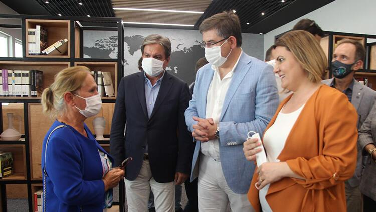 İzmit Belediyesi 25 bin kitaplık dijital arşivi olan kütüphaneyi tanıttı