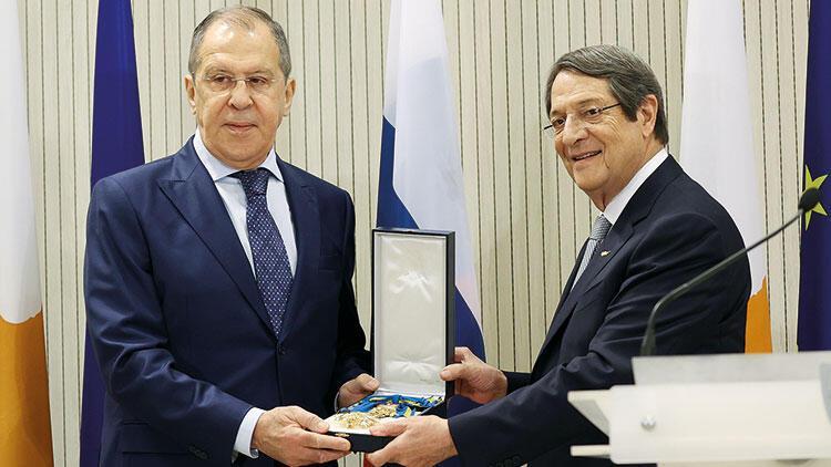 Rus Dışişleri Bakanı arabuluculuk önerdi