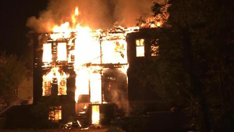 Bartın'da 2 katlı metruk bina yandı