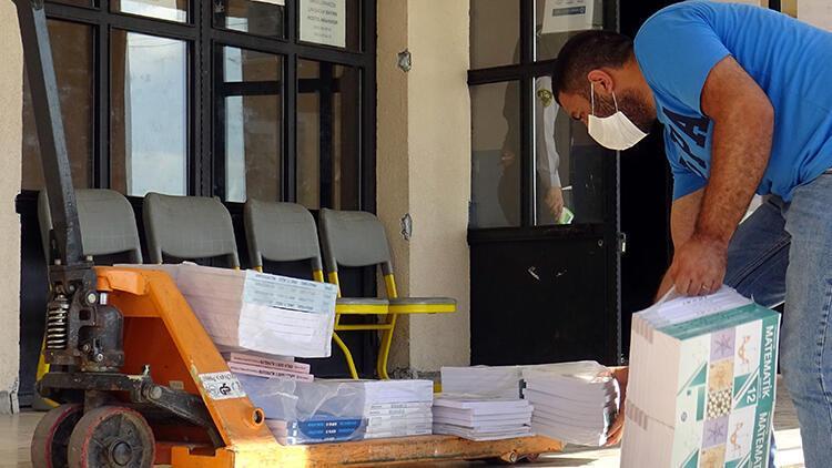 Avcılar'da öğrencilerin ders kitapları okullarına teslim edildi