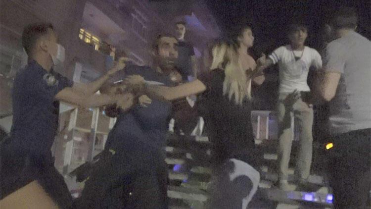Koronavirüs temaslı kişilerden gazeteci ve polislere bıçaklı saldırı