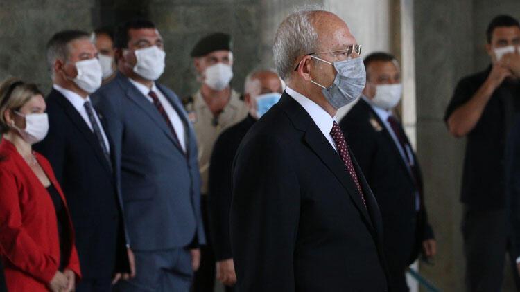 Kılıçdaroğlu, CHP'nin kuruluş yıl dönümünde Anıtkabir'i ziyaret etti