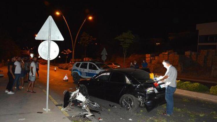Otomobil karşı şeride geçip motosiklete çarptı: 2 ölü