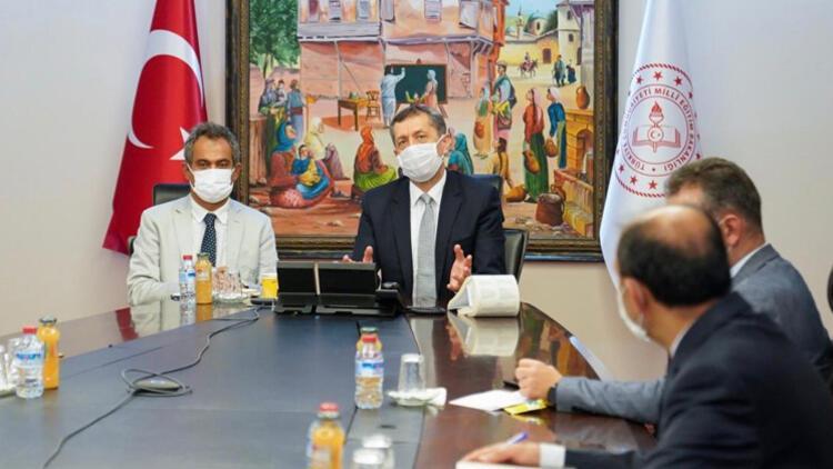 Bakan Selçuk, 81 il müdürüyle yüz yüze eğitimle ilgili görüştü
