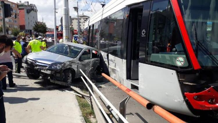 Son dakika... Güngören'de tramvayla otomobil çarpıştı