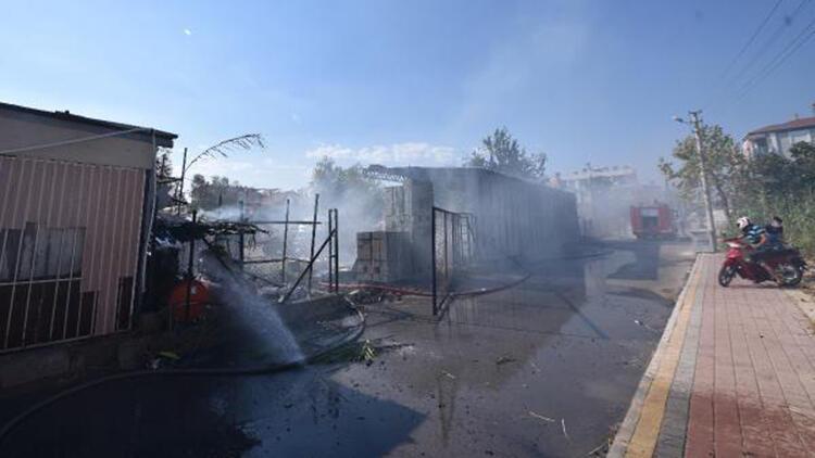 Antalya'da tuğla deposunda yangın