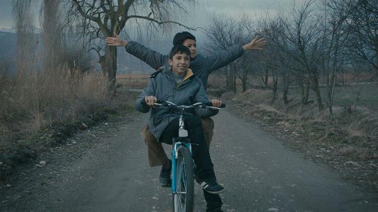 Mavi bisiklet dizisinin konusu nedir? Kaç bölüm ve sezon? Mavi bisiklet oyuncuları (Oyuncu kadrosu) listesi