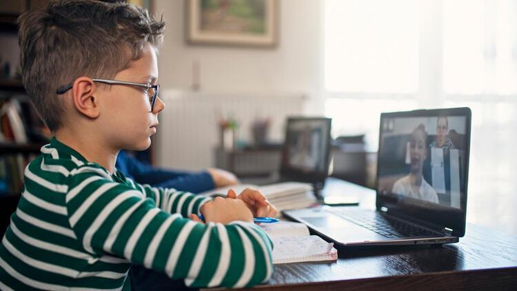 Ekran başından ayrılmayan çocuklar için dijital süre uyarısı