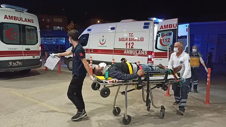 Otomobille çarpışan motosikletin sürücüsünün, bacağı kırıldı