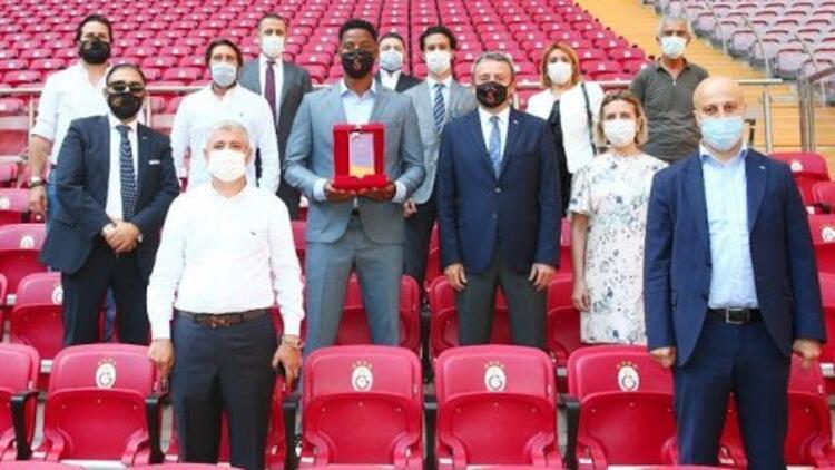 """""""Galatasaray'da Yılın Sporcusu"""" Ryan Donk! 1905 GSYİAD seçti..."""
