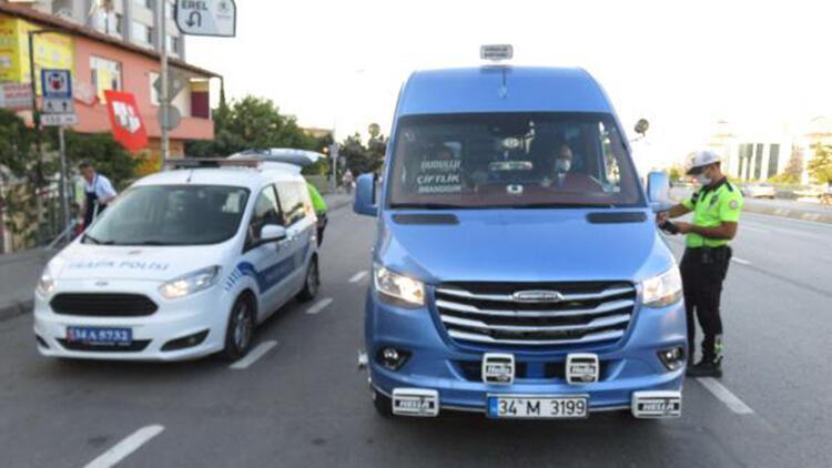 Kadıköy'de ayakta 1 yolcu alan minibüs şoförüne ceza