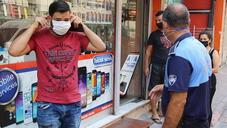 Mersin'de zabıtalar maske denetiminde