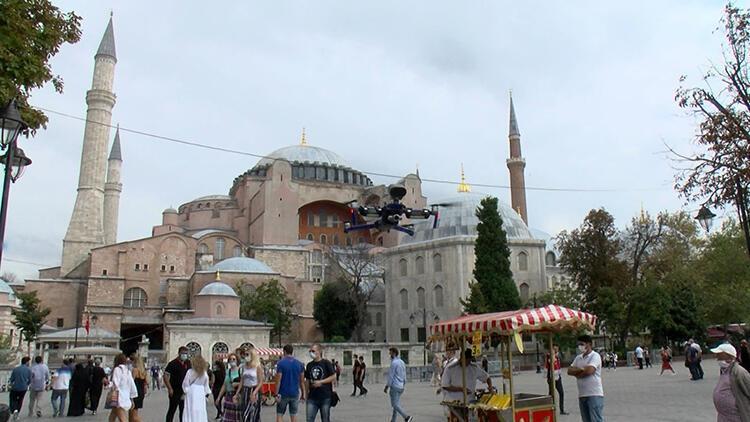 Ayasofya Meydanı'nda droneli Türkçe ve İngilizce koronavirüs uyarısı
