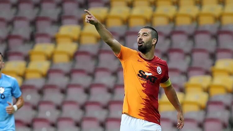 Galatasaray'da kaptan Arda Turan ilk maçta güven verdi!