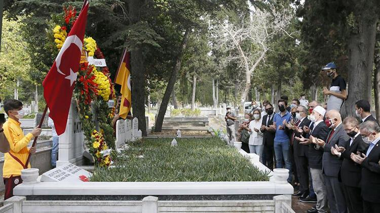 Galatasaray'ın efsane ismi Metin Oktay, kabri başında anıldı