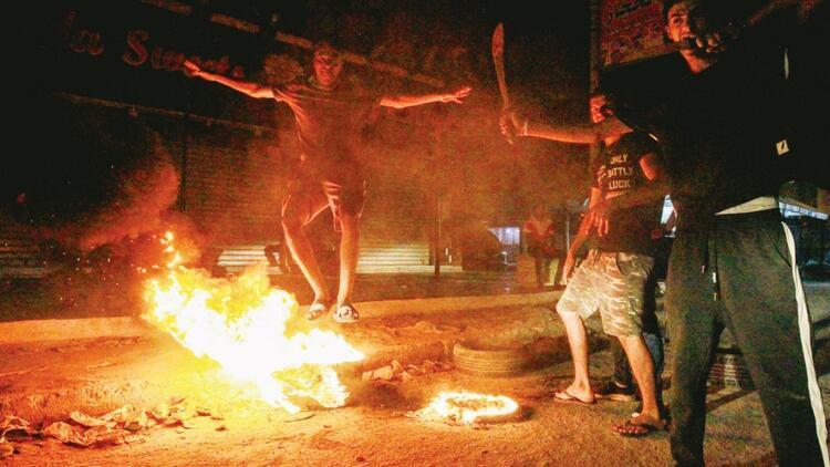 Libyalılar Hafter'e karşı sokaklarda