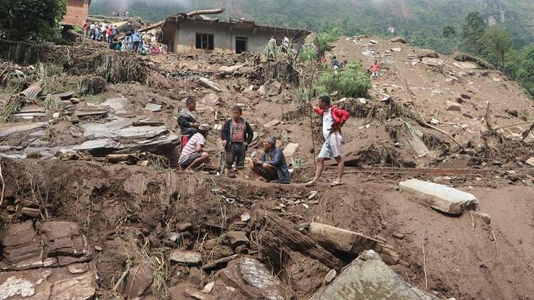 Nepal'de toprak kayması: 12 ölü, 21 kayıp