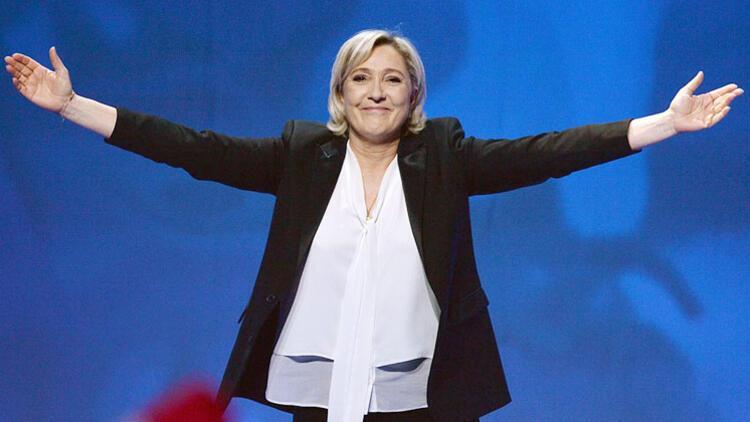 Aşırı sağcı Le Pen'den Macron'a destek