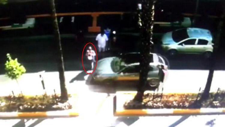 Rus kadına yaya geçidinde otomobilin çarptığı anlar kamerada